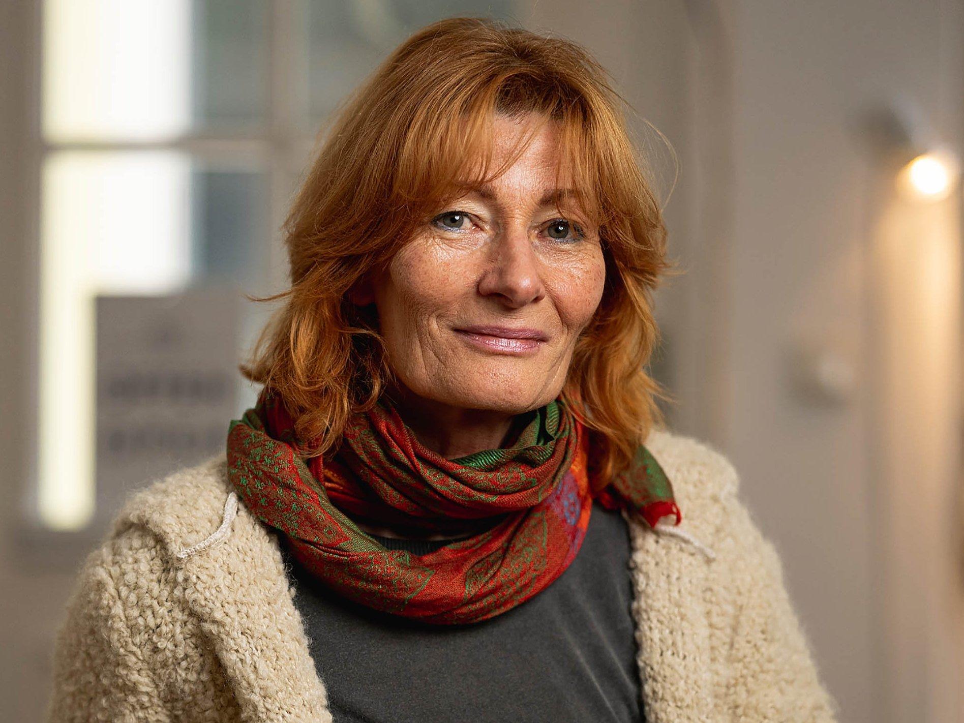 Portraitaufnahme der Künstlerin Steffi-Babett Wartenberg