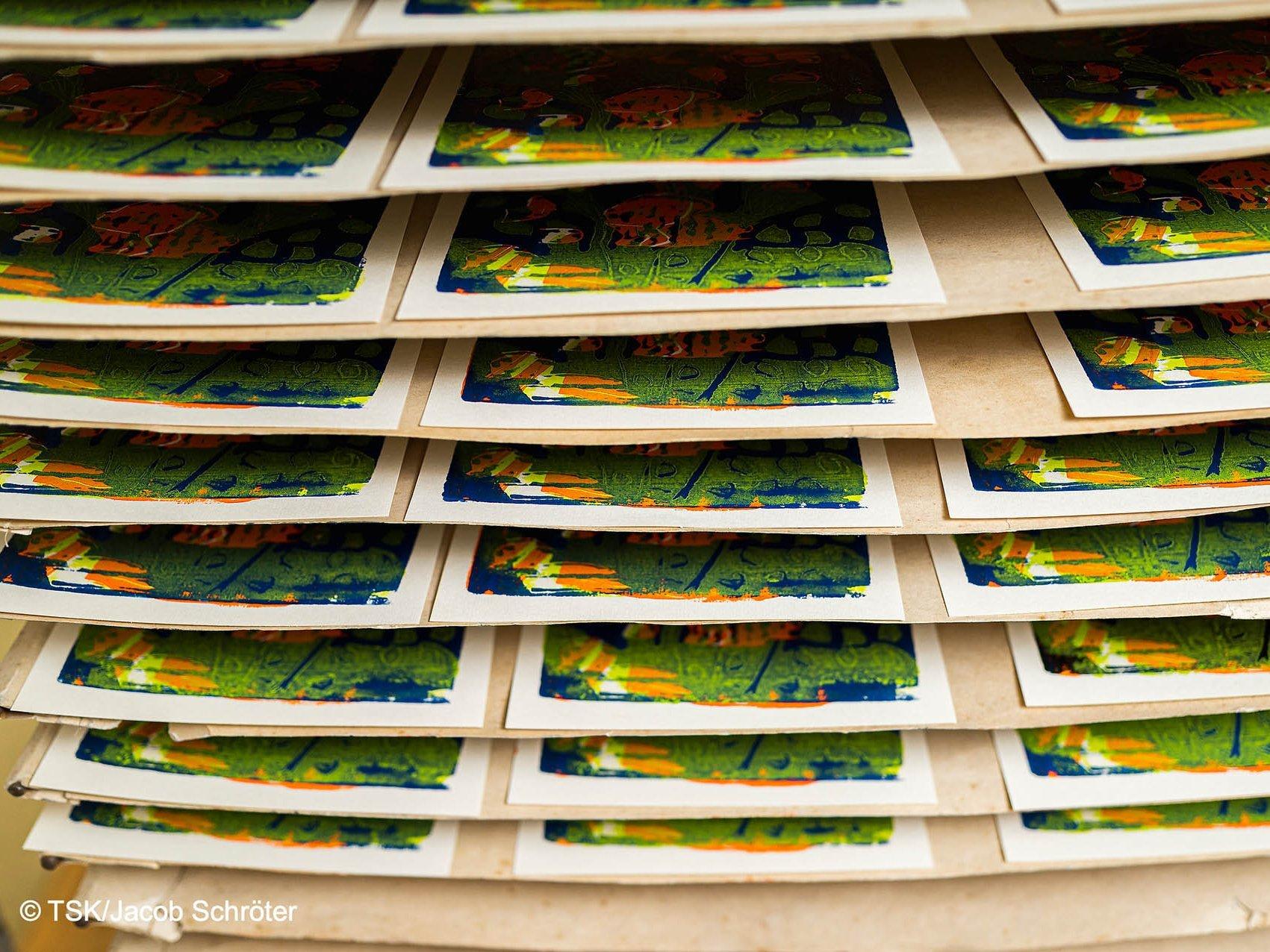 Drucke der Künstlers Martin Max in einer Ablage