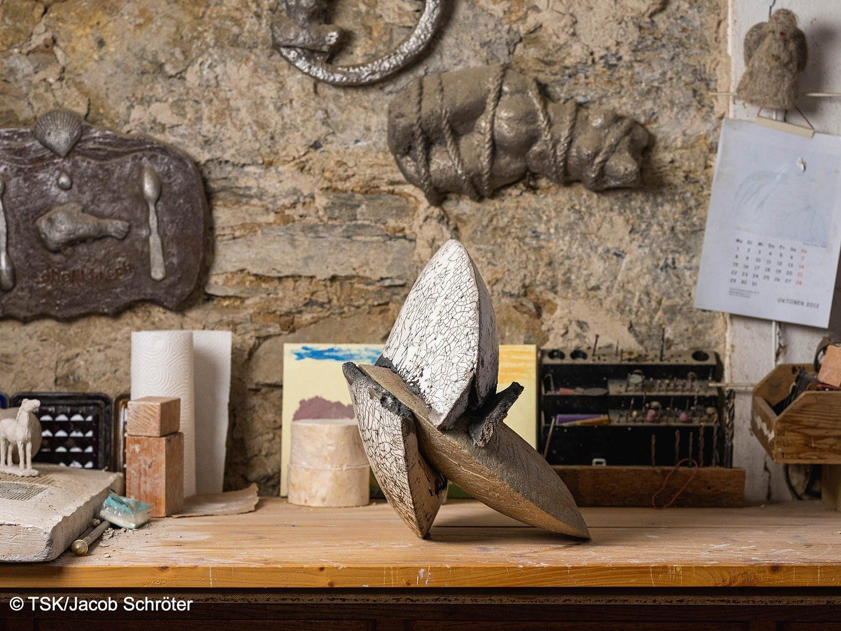"""Das Werk """"Durchbruch"""" von Sylvia Bohlen ausgestellt in ihrem Atelier"""
