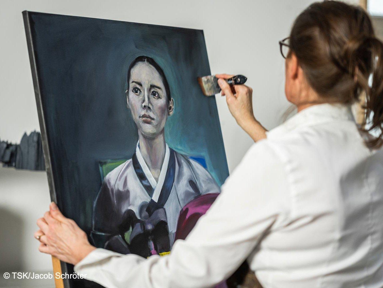 Künstlerin Clivia Bauer in ihrem Atelier in Arnstadt