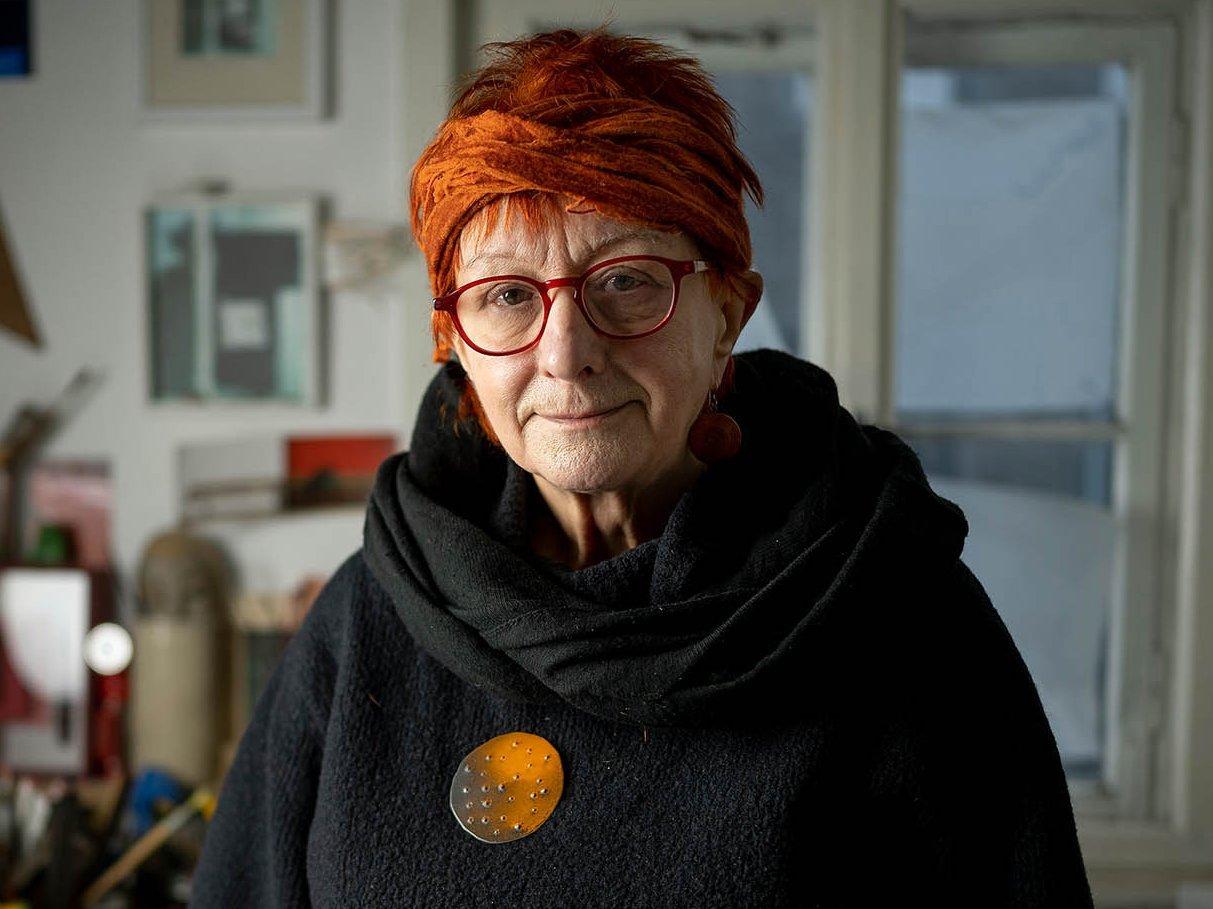 Porträtaufnahme der Künstlerin Gudrun Wiesmann