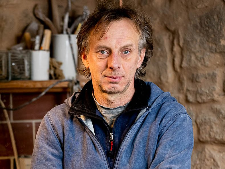 Der Keramik-Künstler Gunnar Jakobson in seiner Werkstatt
