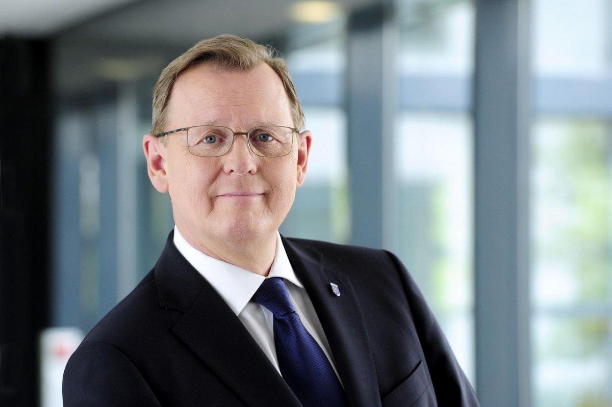 Ein Porträt von Ministerpräsident Bodo Ramelow der freundlich in die Kamera lächelt