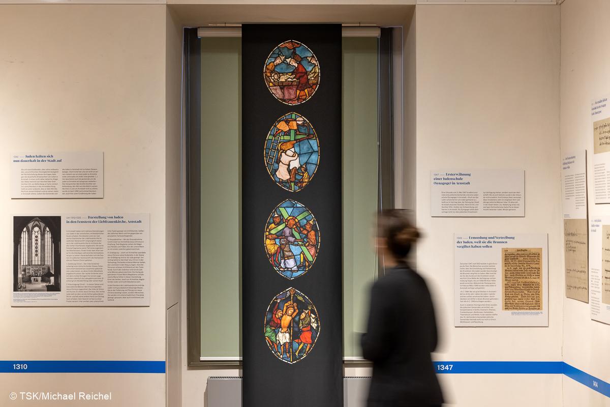 """Ausstellungsansicht, """"Jüdische Familien aus Arnstadt und Plaue"""""""
